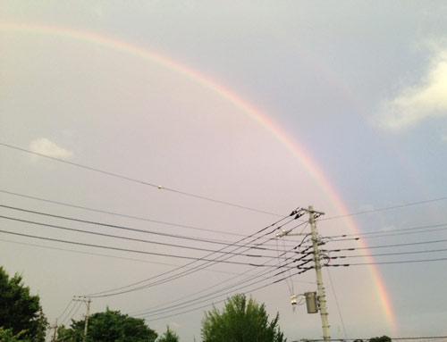 青山コミュニケーションセミナー栗原です。自宅を出ると大きな虹がでてました。